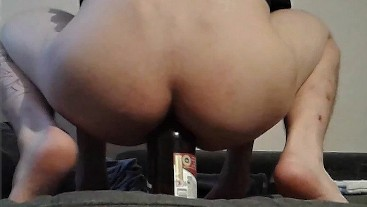 SEXY ASS RIDING BEER BOTTLE - AMATEUR