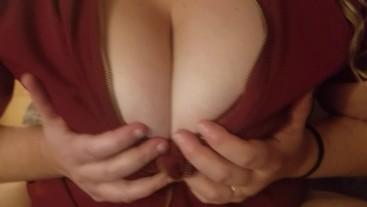 Huge tits amateur rubs her DD(E) cup melons preparing to fuck (New) Tetas !