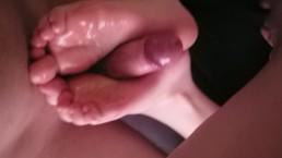 Teen oily solejob