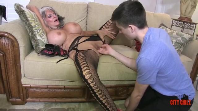 Hot Cougar Stepmom Fucks Her Young Son - Pornhubcom-9148