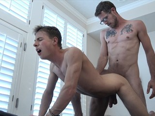 FamilyDick-Handsome Older Masseur Gets Hands on Horny Teen Boy