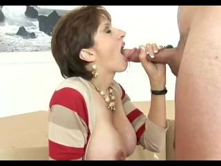 Lady Sonia az éhes nagyi imádja, ha szájába élveznek