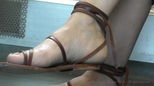 Shoe fetish clips Sexy womens candid feet and shoes