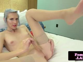 Bondage loving trap posing her ass solo