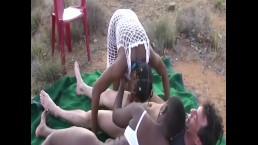Afrikanische Gruppensexorgie in der Öffentlichkeit