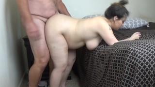 A terhes nő hátulról szereti