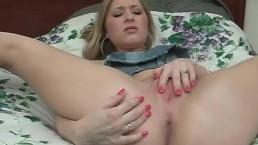 Sultry Blonde MILF Masturbater