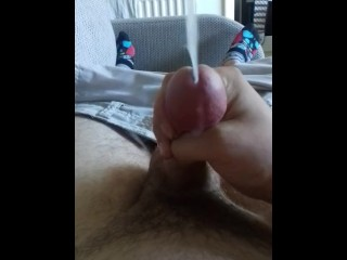wanking with cumshot (short vid)