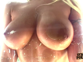 Big Natural Tits Housewife Getting Dirty Cleaning!