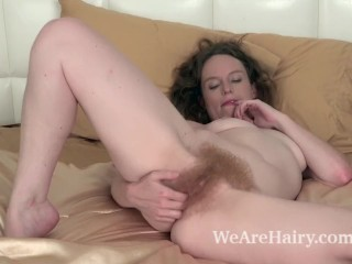 Ana Molly strips nude to masturbate in bed