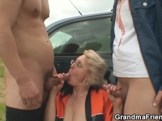 Old granny is double banged in the fields