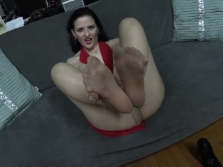 Carolines Pantyhose jerk off Instruction