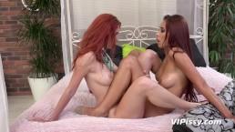 Vipissy - Incredible Pissing Lesbians