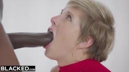 BLACKED Femme au foyer baise deux grosses bites de noir