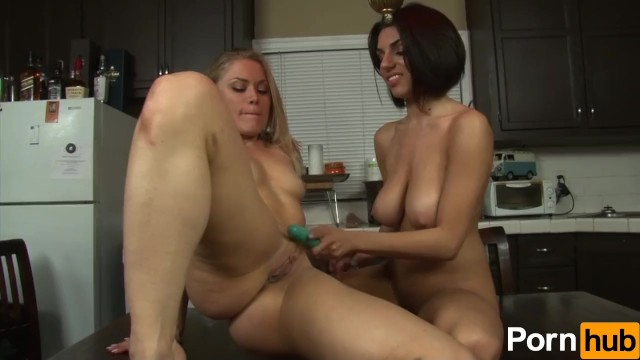 Vintage and evening and dresses and hollywood and bombshell Darcie dolce the lesbian landlord - scene 3