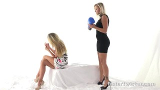 Fistertwister - Double blonde fisting