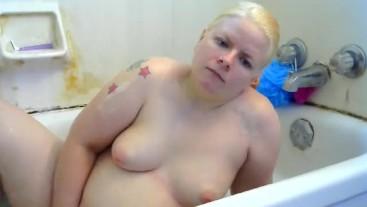 Naughty bubblebath and pee