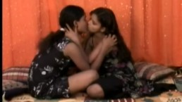 Young Mumbai Teens Making Lesbian Love