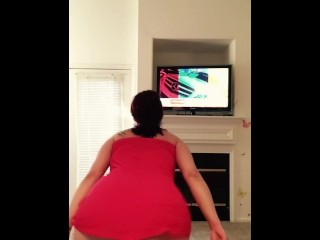 Shaking my fat ass before I go grocery shopping