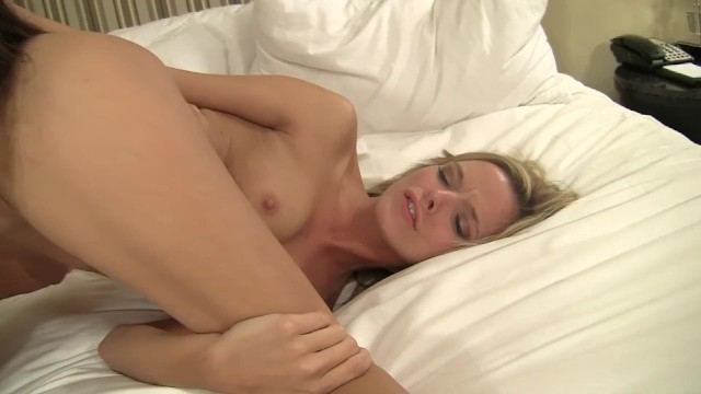 Download Gratis Video  Cougars Crave Young Kittens 14 - Scene 1