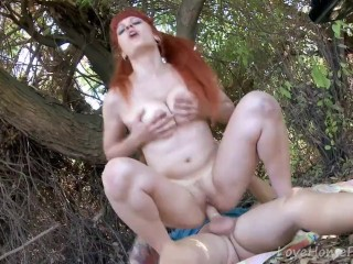 Tattooed Ginger Gives Partner A Naughty Picnic