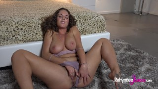 Rahyndee James tease then plays with pussy!