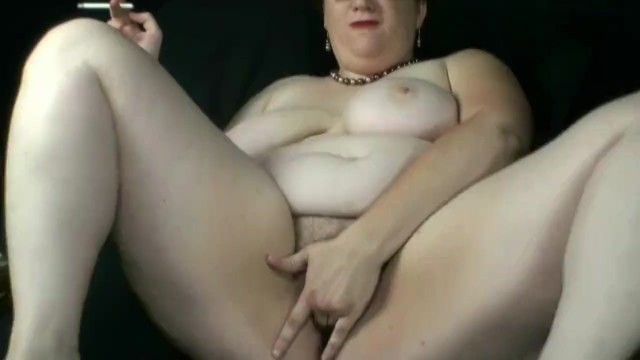 Brattyvikki smoking solo clip 1 24