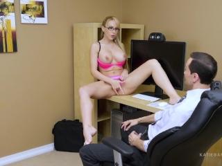 Secret Office Slut parte 1 de 2 El trabajo de Katie Banks está en riesgo