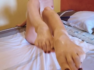 Amazing Footjob by Super Hot Amateur Teen! What a Lucky Man! Cum On Feet HD
