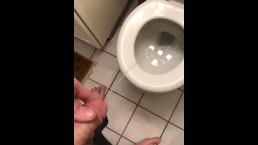 Teen piss in toilet