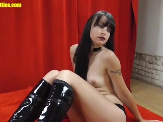 Bitch loves rock and being naked