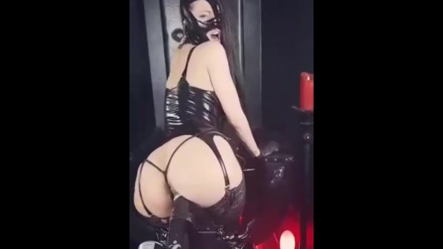 Cristal slut Cristal kinky slut training on fuckmachine