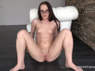 WendymoonX - Squirting pornstar Wendy Moon love to masturbate till orgasm