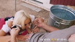 Brazzers - La bionda procace Nicolette Shea alla festa del sesso