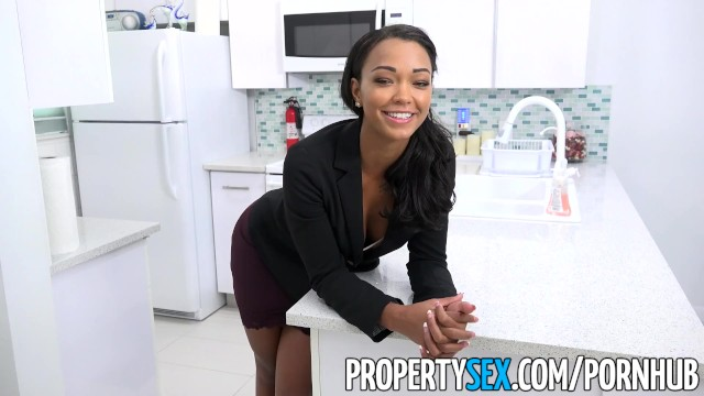 Pissing cheerleader - Propertysex - hot property manager fucks pissed off tenant