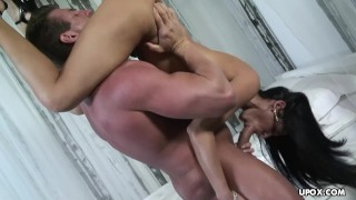 Strong dude firmly bangs curvaceous brunette cougar to a facial