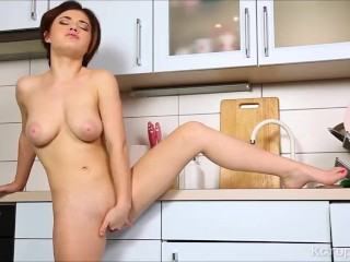 Veronica Morre Finger Her Tight Pussy