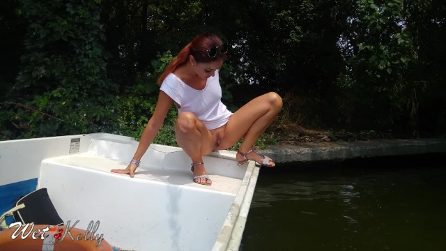 Girls boat naked - Public pee from the boat in the middle of a park. wetkelly
