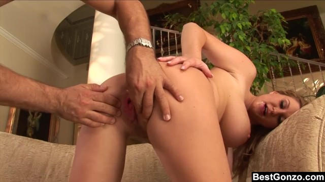 Streaming Gratis Video  Busty Sara Stone Gives A Bouncy Blowjob and Tit Fuck