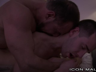 IconMale When a College Hunk Moves in with Daddy!