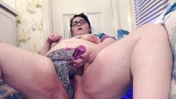 Real BBW tests out each setting on toy until she cums twice and squirts!