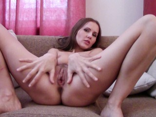 Fit Bubble Butt MILF Makes Homemade Video