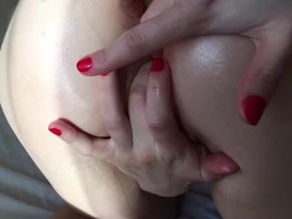 Slutty milf knows how to treat pussy