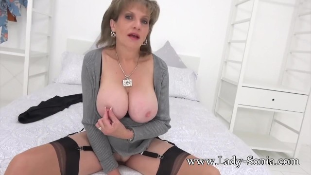 Cunt lips spread - Auntie sonia wants you to spread her lips and lick her cunt