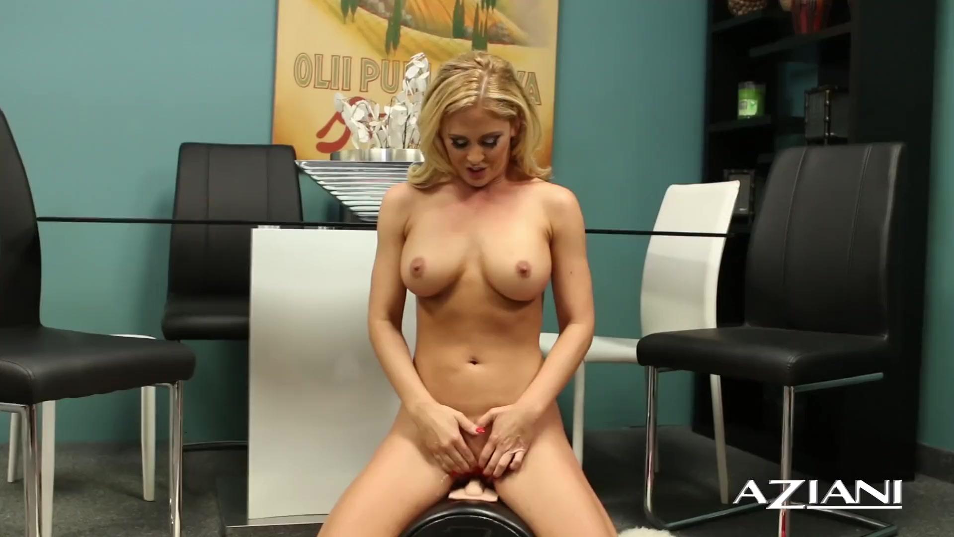 Wide Teen ass open her