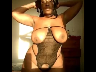SEXY EBONY BBW GOT THE JUICE