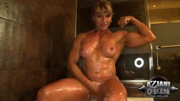 Bath time with huge muscle Milf