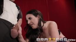 BRAZZERS - Il culo magico di Angela White fa sparire i cazzi