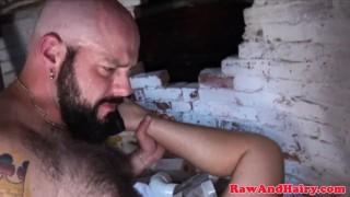 Barebacked chubby bear gets asshole jizzed