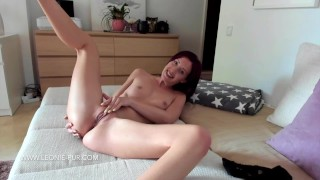 Teen masturbates to orgasm on webcam Dance real